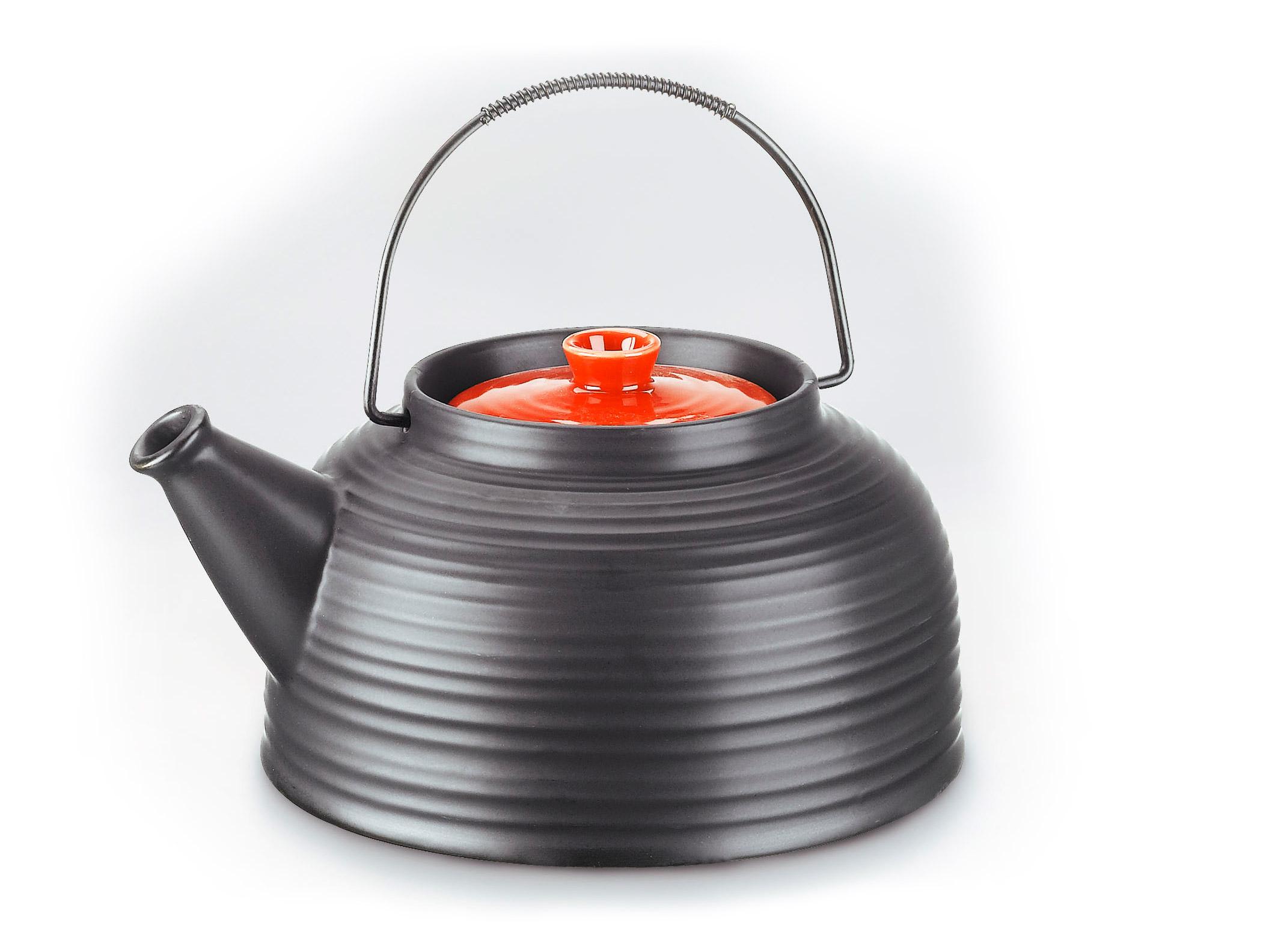 Keramická čierna kanvica na čaj s červenou pokrívkou  6be04ab7ed3